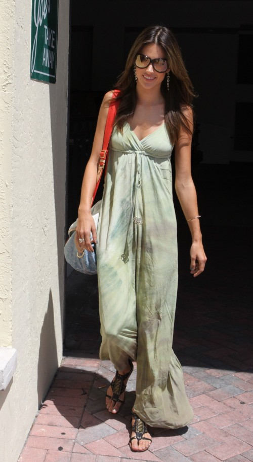 Alessandra-Ambrosios-Feet-1572a54180ba991fd97.jpg