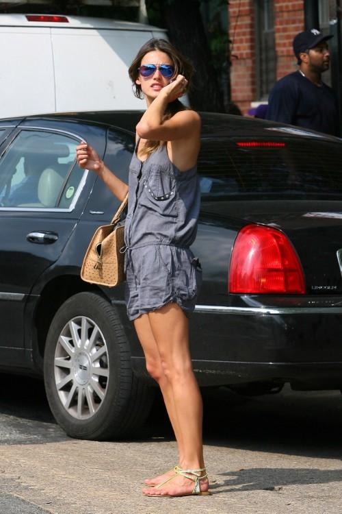 Alessandra-Ambrosios-Feet-194007d27059a41ceef.jpg