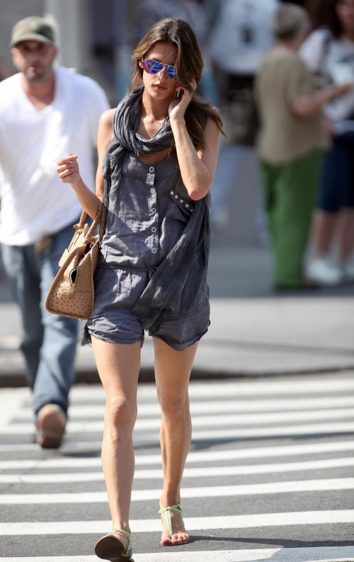 Alessandra-Ambrosios-Feet-2067fb2784f37ab0469.jpg