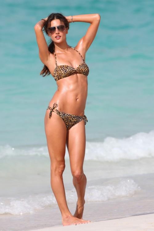 Alessandra-Ambrosios-Feet-2134b2115506dae6924.jpg
