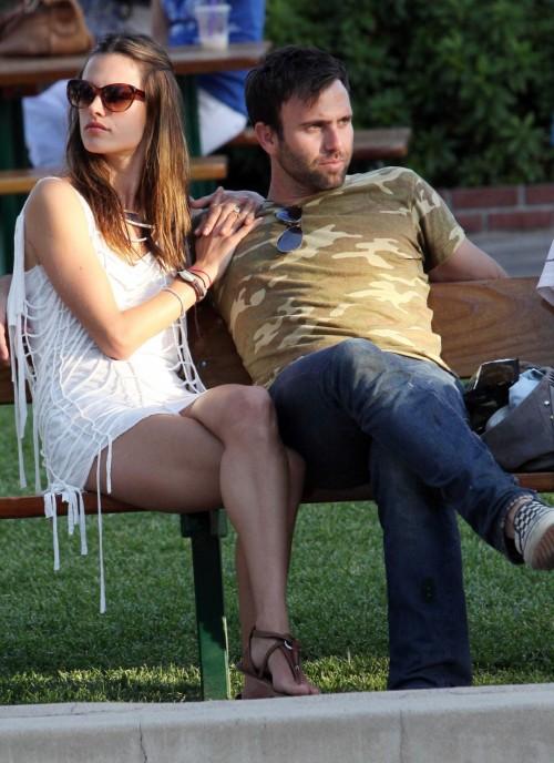 Alessandra-Ambrosios-Feet-218816aa4a44ba987d7.jpg