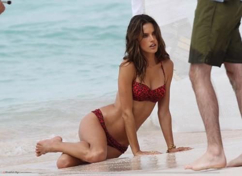 Alessandra-Ambrosios-Feet-2206236e2d2233393a6.jpg