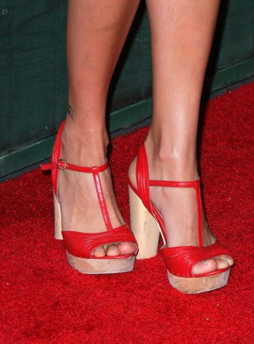 Alice-Greczyns-Feet-4882d198906091e584.jpg