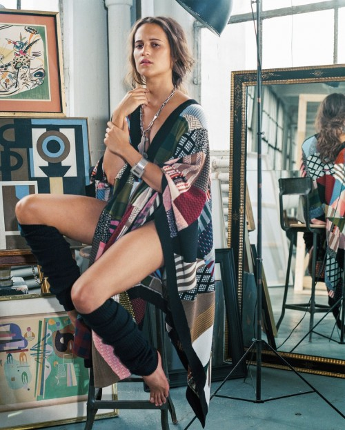 Alicia-Vikanders-Feet-1990e0d1db76c1572a0.jpg