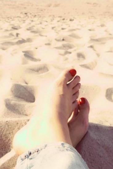 Alison-Bries-Feet-240b03ab19b99729bc9.jpg