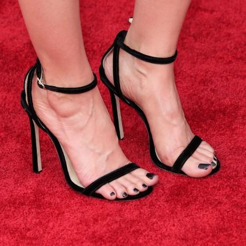 Alison-Bries-Feet-2843b2ad8ff2608d437.jpg