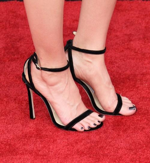 Alison-Bries-Feet-2858bbae9f7ca4a907c.jpg