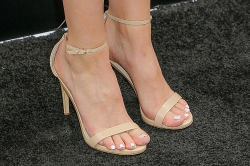 Amanda-Crews-Feet-1163e4d4686867a8c07.jpg