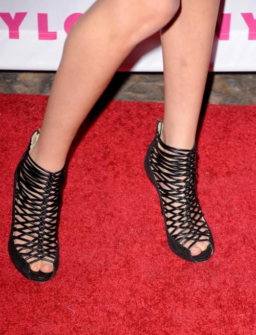 Amanda-Crews-Feet-12613478f53f22e12c.jpg