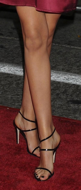 Amanda-Crews-Feet-5a518ef61aac7c85b.jpg