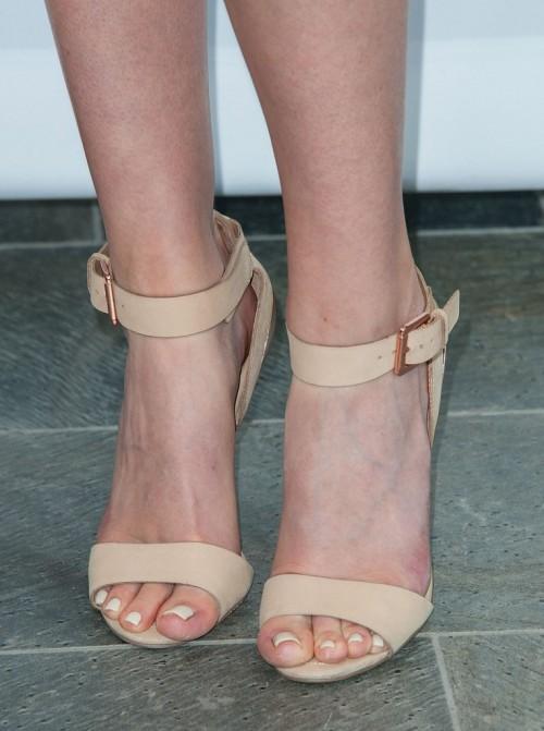 Amanda-Crews-Feet-91b881087c945e13fc.jpg