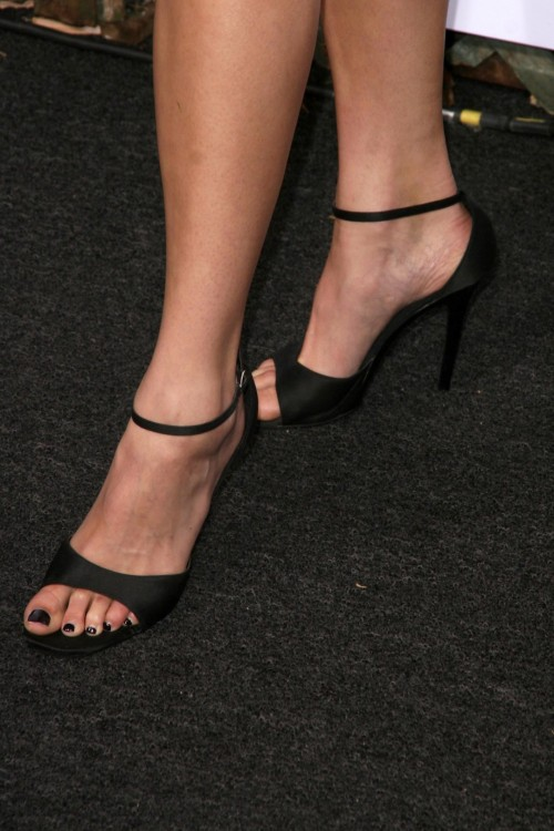 Amanda-Righettis-Feet-286793e4330895e5e4f.jpg