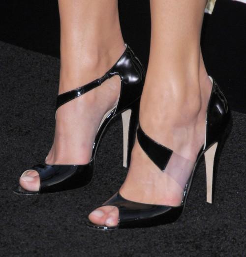 Amanda-Righettis-Feet-291e77586a5849f83ef.jpg