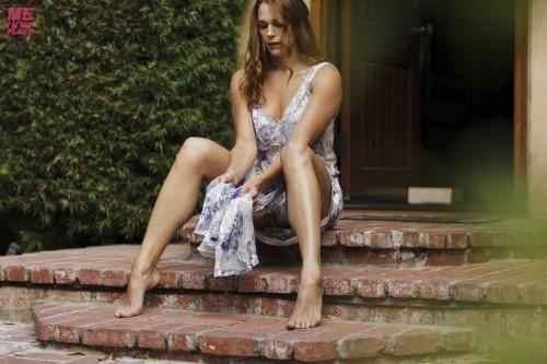 Amanda-Righettis-Feet-5226e327342213f06e.jpg