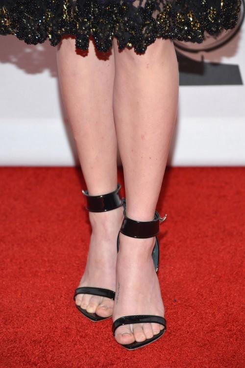 Amanda-Seyfried-Feet-18e79aa5e76e0103f4.jpg