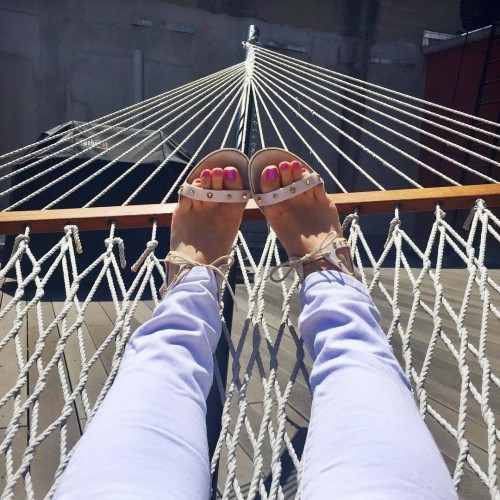 Amber-Katzs-Feet-1855a8e993ce35b56.jpg