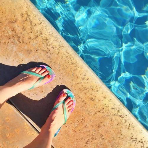 Amber-Katzs-Feet-60e4124f1c31f5e4b.jpg