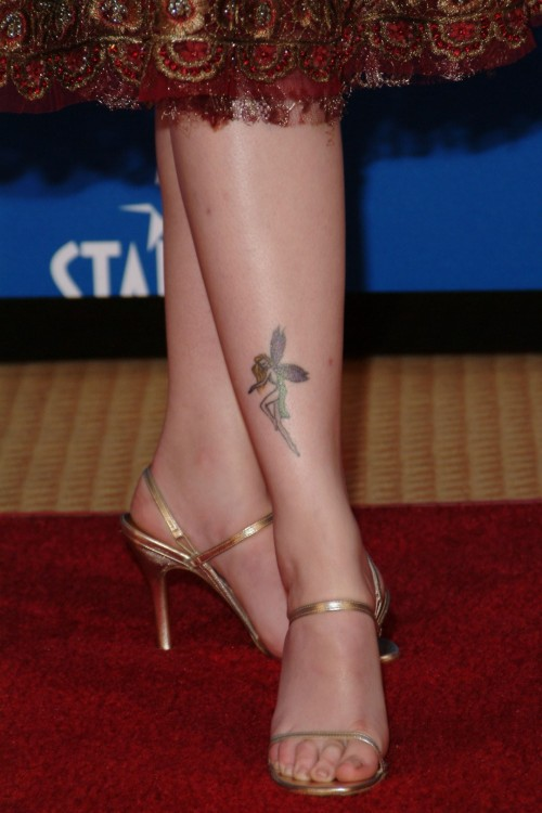 Amber-Tamblyn-Feet-Close-up-9ee90c9ea6aff74af.jpg