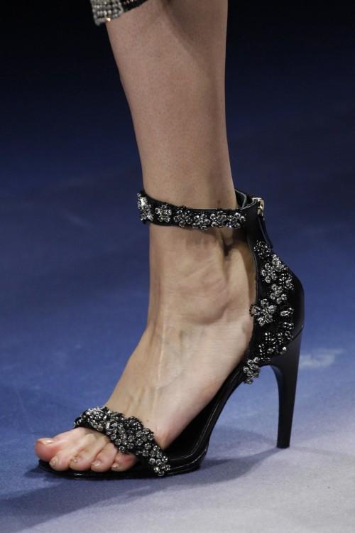 Amber-Valletta-Feet-12f71b7d6b428f5027.jpg