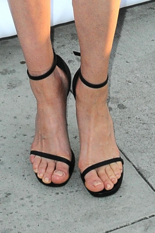 Amber-Valletta-Feet-1518aa52d37c765095.jpg