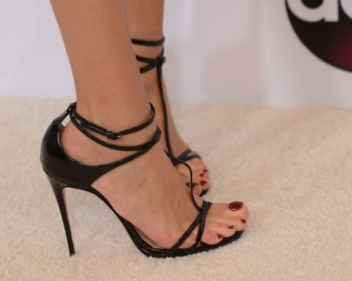 Amber-Valletta-Feet-1c7b45a8997b5505b.jpg