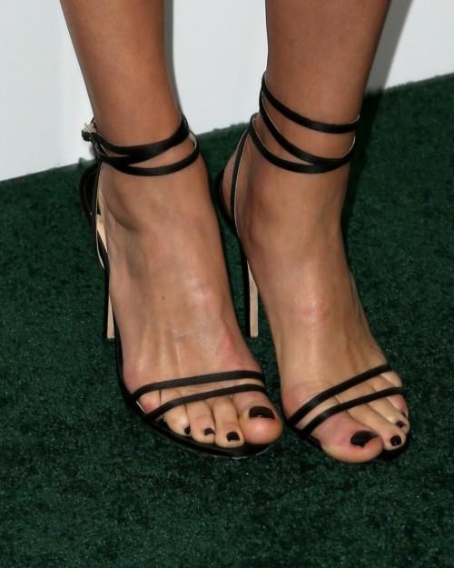 Amber-Valletta-Feet-810bf0edc1d185492.jpg