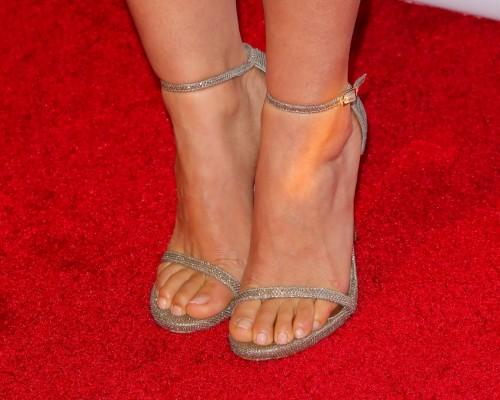 America-Ferrera-Feet-10e664874be7c6dc74.jpg