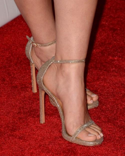 America-Ferrera-Feet-1172f1164730244b06.jpg