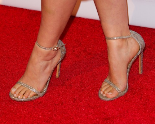 America-Ferrera-Feet-12fe141ec602027b3c.jpg
