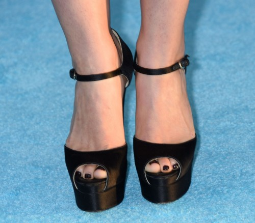 America-Ferrera-Feet-1468273154c23f6323.jpg