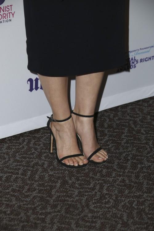 America-Ferrera-Feet-16cffa19cbaa9018f7.jpg