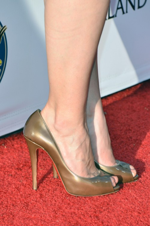 America-Ferrera-Feet-171fa29647c12c2f6f.jpg