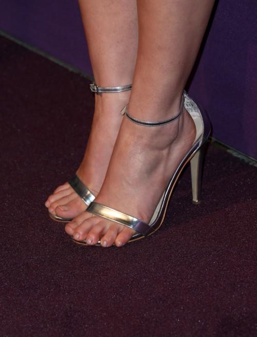 America-Ferrera-Feet-27e952699253b0378d.jpg