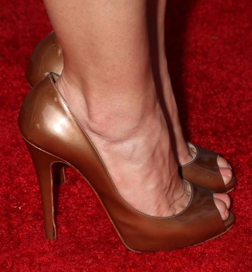 America-Ferrera-Feet-29ac55596e73016493.jpg