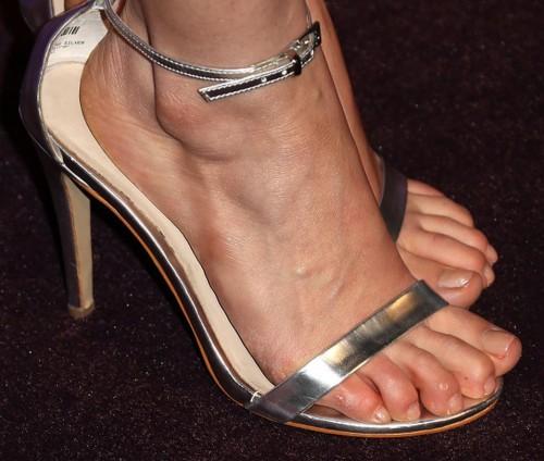 America-Ferrera-Feet-781d243cc4e7f0d9e.jpg
