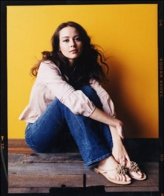 Amy-Ackers-Feet-4152b3b0d8c44de9c1.jpg