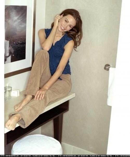 Amy-Ackers-Feet-4cc5020147cb45864.jpg