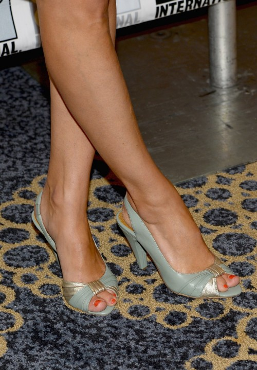 Amy-Ackers-Feet-882c8e75f0e4232438.jpg