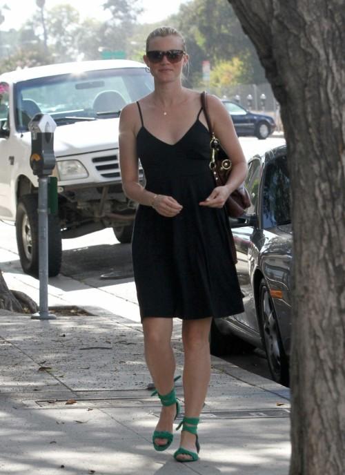 Amy-Smarts-Feet-2772ed6e49280f870a7.jpg