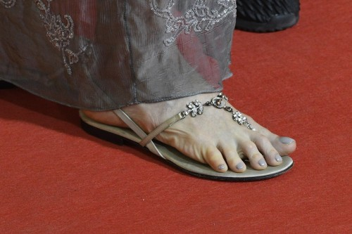 Andie-MacDowell-Feet-18101adc13bae0b0a3.jpg