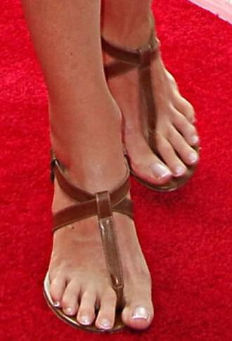 Andie-MacDowell-Feet-2f9e024bff1a48d15.jpg