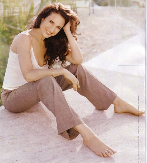 Andie-MacDowell-Feet-5c667f59ed75021eb.jpg