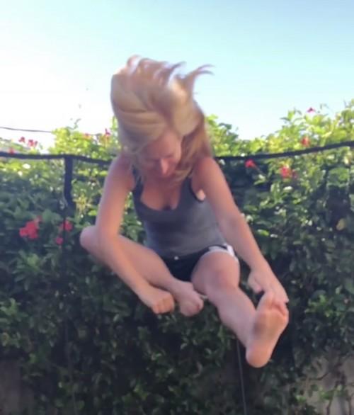Angela-Kinsey-Feet-4306723b55d478f16b252aa.jpg