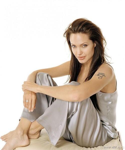Angelina-Jolies-Feet-639181248fdba98d74.jpg