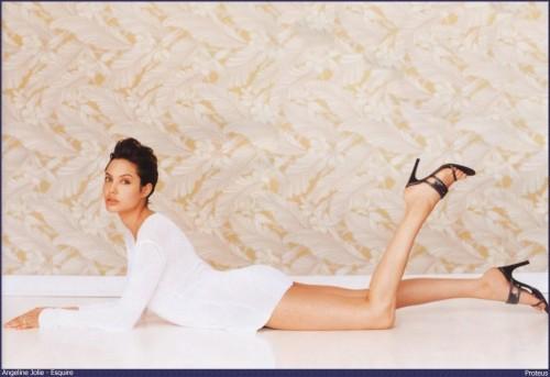 Angelina-Jolies-Feet-65dc6ef6494cce850b.jpg