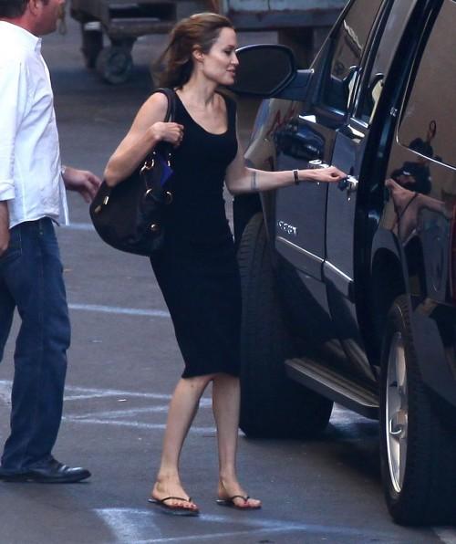 Angelina-Jolies-Feet-70c9619c1a9df95c08.jpg