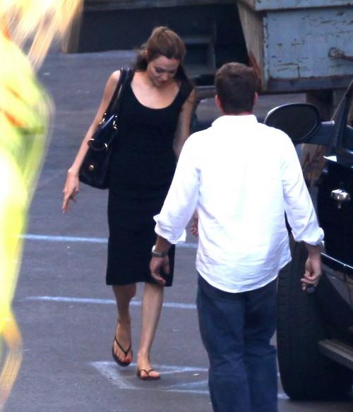 Angelina-Jolies-Feet-726ee5bebe38b0f69d.jpg