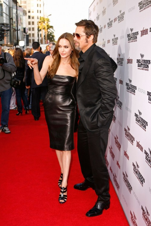 Angelina-Jolies-Feet-7462709b4ad3e79160.jpg