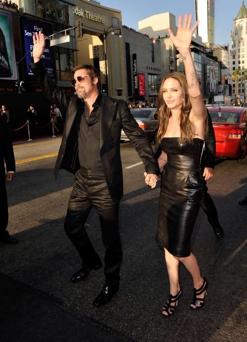 Angelina-Jolies-Feet-76bebd54fd4fe80eac.jpg