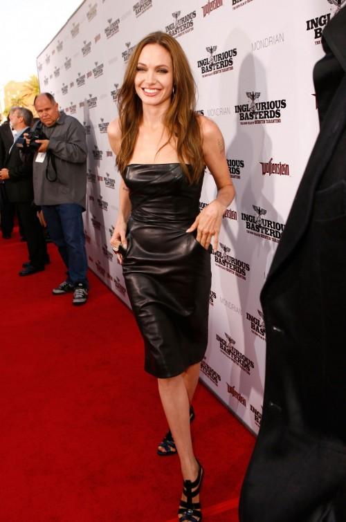 Angelina-Jolies-Feet-8648428a0fc999c522.jpg